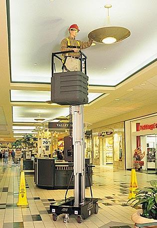 Sollevatori verticali a movimentazione manuale AccessMaster 15AMI
